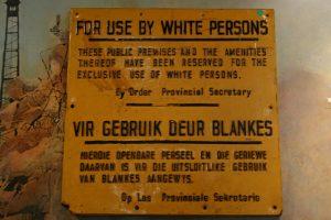 Manovra: Stop carta sconti per migranti? È apartheid