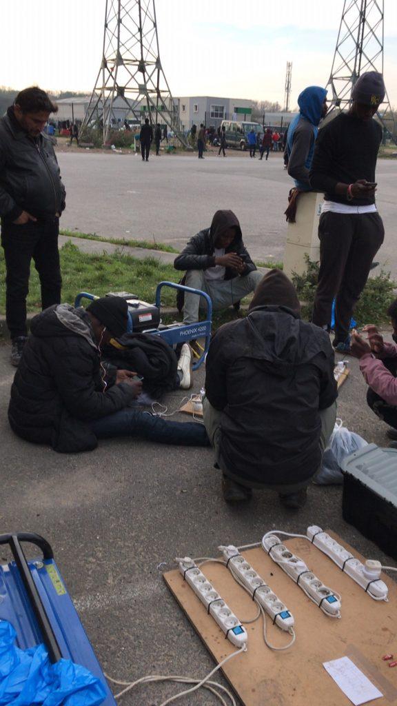 Calais_refugiados_ayuda_Care for Calais (28)