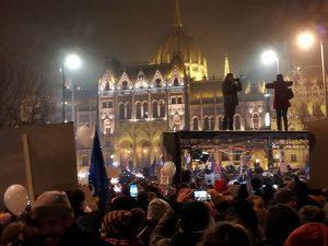 Viele Tausend Menschen protestierten erneut gegen Orbans Sklavengesetz