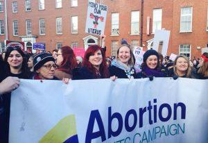 Sancionada lei que legaliza aborto na Irlanda