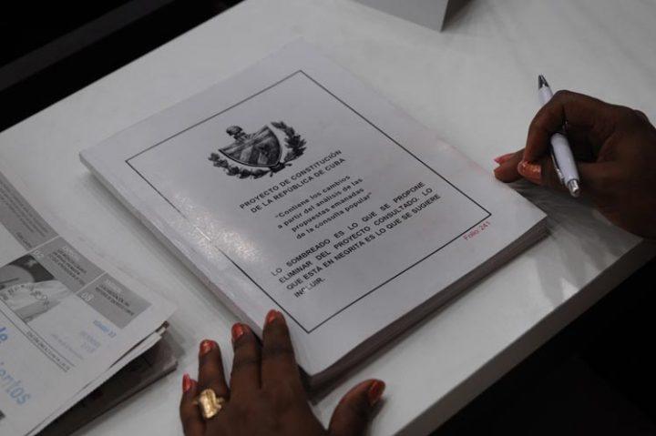 Convocan en Cuba a referendo sobre nueva Constitución