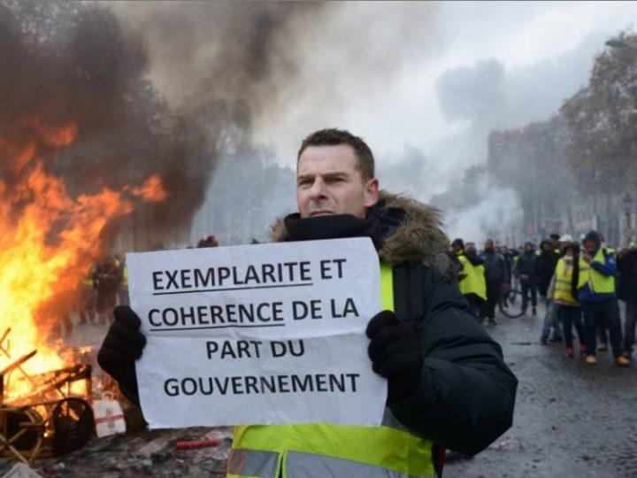 Governo francês suspende aumento de combustíveis após intensificação de protestos