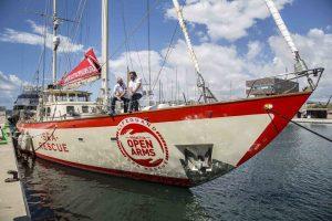 """Migranti, DemA a Open Arms: """"Venite a Napoli, il porto sarà sempre aperto per salvare vite umane"""""""