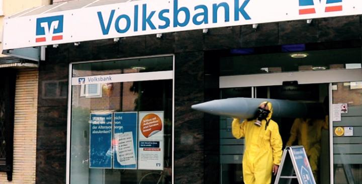 Die Volks- und Raiffeisenbanken investieren Millionen in Atomwaffen