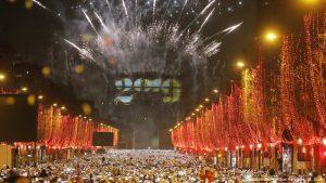 Με μπαλόνια και κίτρινα γιλέκα οι διαμαρτυρίες της Νέας Χρονιάς στο Παρίσι