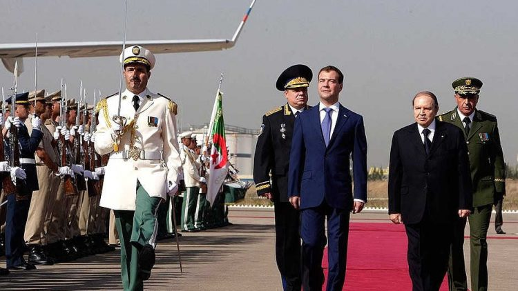 Bouteflika iricevead Algeri presidente russo nel 2010 - Fonte kremlin