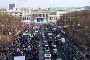 Zehntausende auf den Straßen in Berlin: Essen ist politisch, in Deutschland, der EU und weltweit