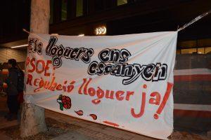 Sindicato de Inquilinos y PAH ocupan la sede del PSC para exigir la regulación del alquiler