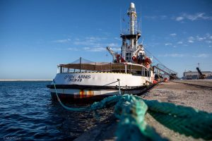 La capitaneria di porto di Barcellona nega autorizzazione a lasciare il porto alla nave Open Arms