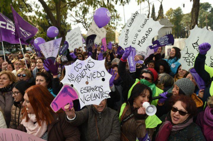 Ανδαλουσία: συγκέντρωση φεμινιστικών ομάδων έξω από το Κοινοβούλιο