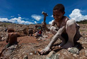 Si toute la Terre veut du cobalt et que tout le cobalt se trouve au Congo, pourquoi des habitants du pays meurent-ils de faim ?
