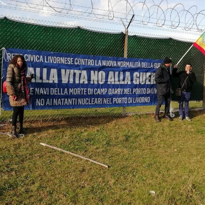 I pacifisti si radunano a Camp Darby e chiedono la restituzione di Guantanamo