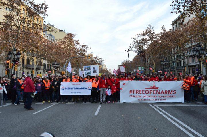 Centinaia di dimostranti a sostegno di Open Arms