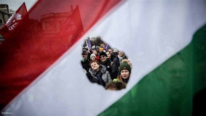 Demonstrations and roadblocks all over Hungary