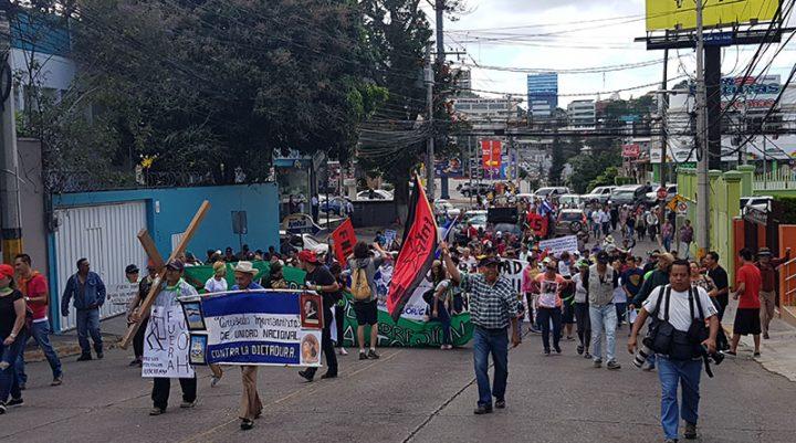Piden la renuncia del presidente Hernández en Honduras