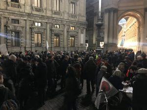 Milano, pentolata a Palazzo Marino per la sospensione del decreto Salvini