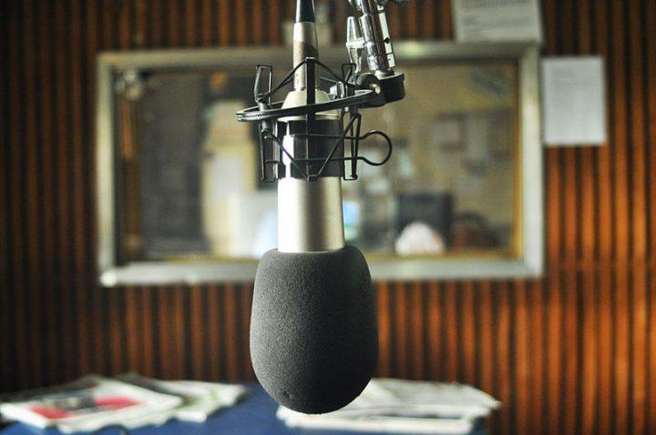 No apagar das luzes, Temer extingue e suspende cerca de 130 Rádios comunitárias