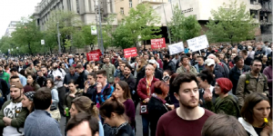 """""""Il nostro è un risveglio della società civile"""". Protestano in migliaia a Belgrado"""