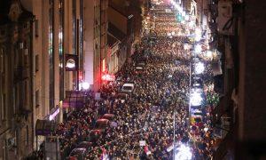 Manifestaciones a gran escala por quinta semana en Serbia