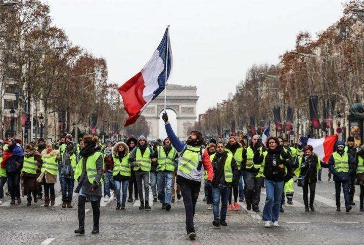 Más de 40 detenidos durante protesta de chalecos amarillos en París
