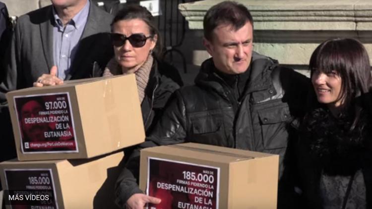 185000 firmas para reclamar la despenalización de la eutanasia