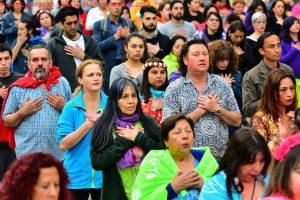 NGOs organisieren ein großes Friedensfest