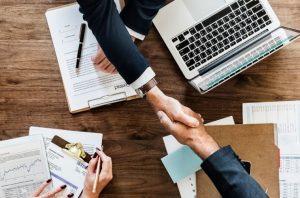 Cobrar sin trabajar: Experimento de renta básica de Finlandia entrega resultados preliminares