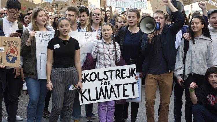 Francia, i giovani in sciopero scolastico sul cambiamento climatico