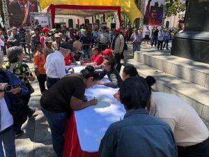 Les Vénézuéliens signent pour la paix