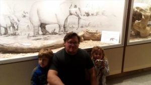 """Niña argentina de 3 años halla fósil de un """"elefante prehistórico"""""""