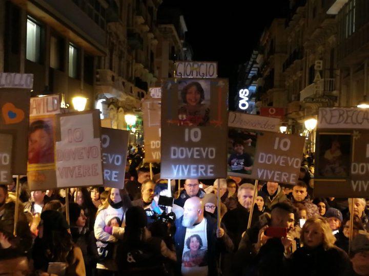 Fiaccolata a Taranto per i bambini morti di cancro