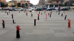 Foto | 'Le mani che affogano', arriva a Centocelle l'installazione anti Salvini
