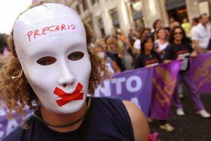 Istat: In Italia, si lavora sempre meno e con maggiore precarietà