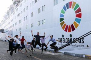 El barco de la paz llega a Chile