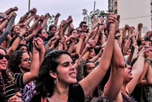 """Bolsonaro y Prosur en Chile: Feministas lanzan campaña contra """"internacional de la misoginia"""""""