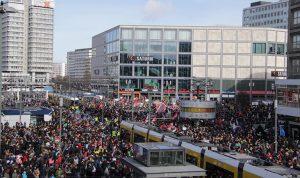 Des milliers de personnes manifestent pour les droits des femmes à Berlin