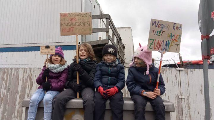 Schüler demonstrieren in Berlin für mehr Klimaschutz