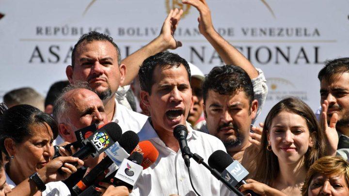 Venezuela, Guaidó ci riprova e si auto-riproclama Presidente. L'UE ad un bivio