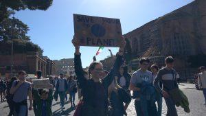 Strike4Climate, Roma: migliaia di studenti e manifestanti in piazza per un futuro sostenibile