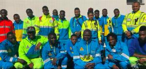Los 100 refugiados que rescatan a los ancianos en ambulancia