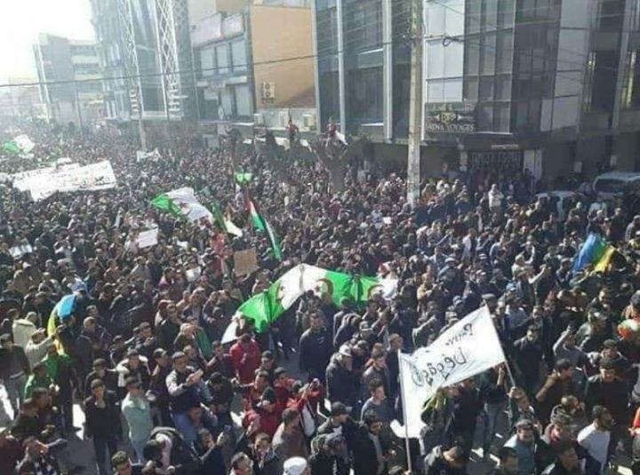 Argelia continúa las protestas contra Bouteflika: «No a la transición pilotada»