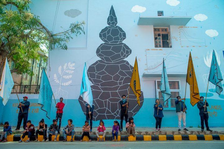 Un murales realizzato con lo smog contro i cambiamenti climatici