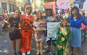 Críticas a Bolsonaro fueron tema preferido en bloques del Carnaval de calle en Brasil
