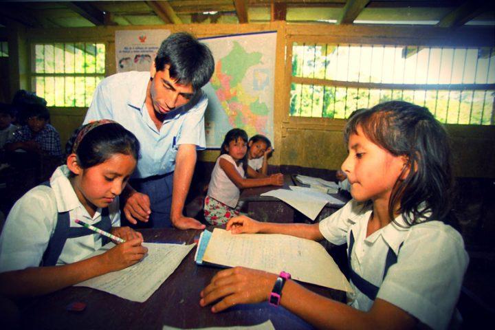 ENTRE AMIGOS: Educación, la tarea incumplida.