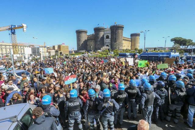 Napoli Salvini Puo Bloccare La Manifestazione Per Il Clima