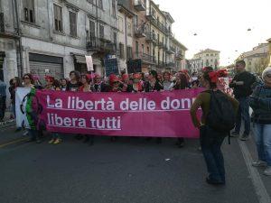 Elly Schlein: «Desde las calles de Verona, la respuesta más bella al oscurantismo de WCF, para una sociedad más abierta e inclusiva»