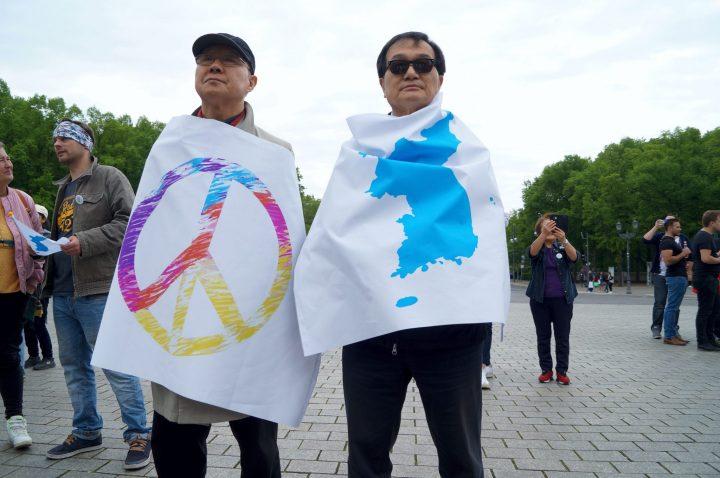 Menschenkette für ein vereintes Korea entlang der Grenze und der ehemaligen Mauer in Berlin