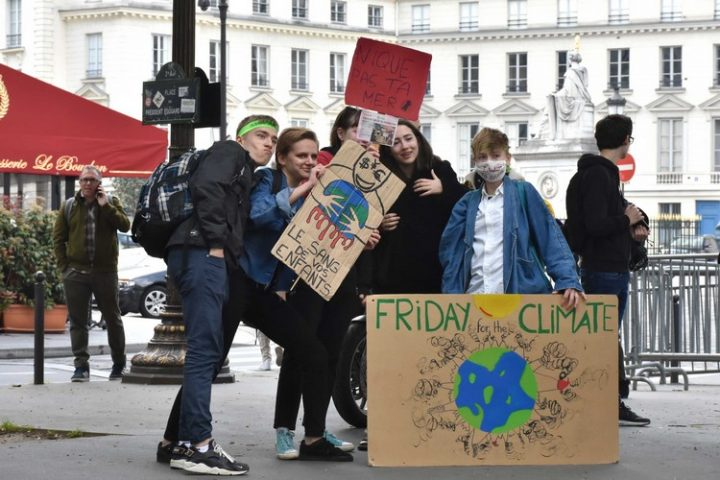 [France] Rassemblement des jeunes pour le climat devant l'Assemblée Nationale