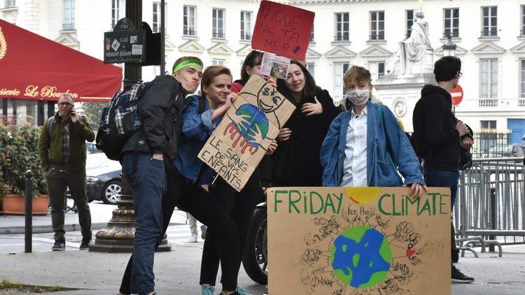 [France] Rassemblement devant l'Assemblée Nationale des jeunes pour le climat