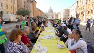 Roma: tavolata italiana senza muri